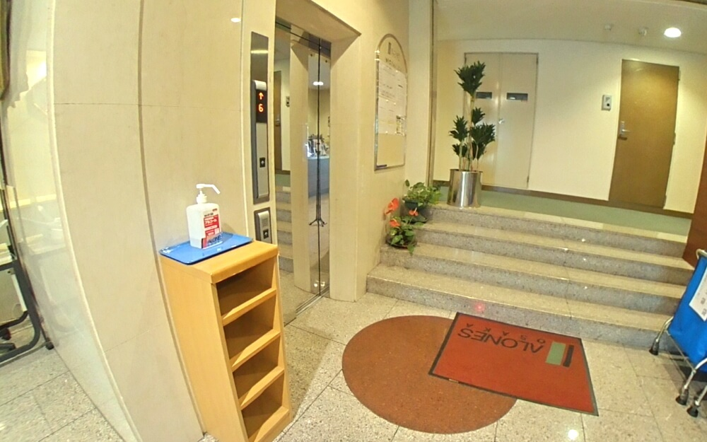 アローンズ大阪 エレベーター前